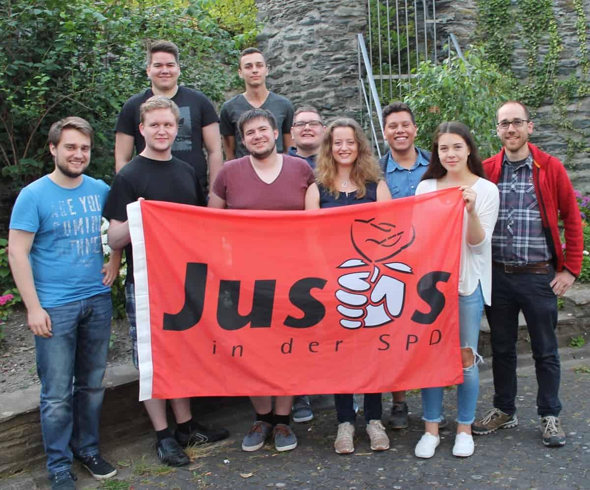 Nach intensiver Debatte über Landespolitik wurde der Juso-Landesvorsitzende von den Bopparder Jusos zu Billard und Kicker aufgefordert.