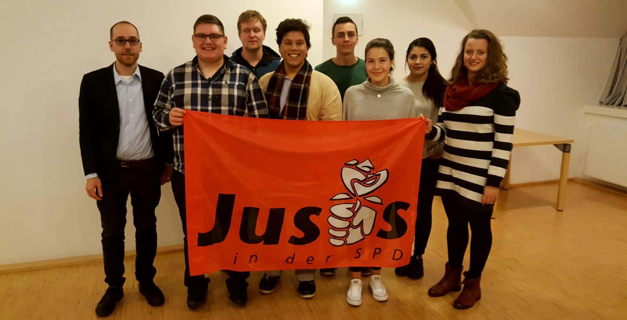 Die Jusos Boppard wählten bei ihrer diesjährigen Mitgliederversammlung einen neuen Vorstand und dankten den ausscheidenden Vorstandmitgliedern für ihre Arbeit. Darunter: Andreas Nick (1. v.l.), Nils Goike, Monice Stay.